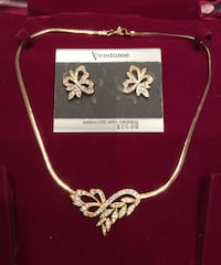 GIFT IT! NEW Silver and Gold Necklace & Earrings Richmond, V6X