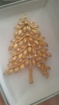 Beautiful  Gold Broch Holiday  Christmas Tree