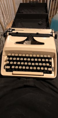 Remington Ten Forty Sperry Rand Vintage type writer