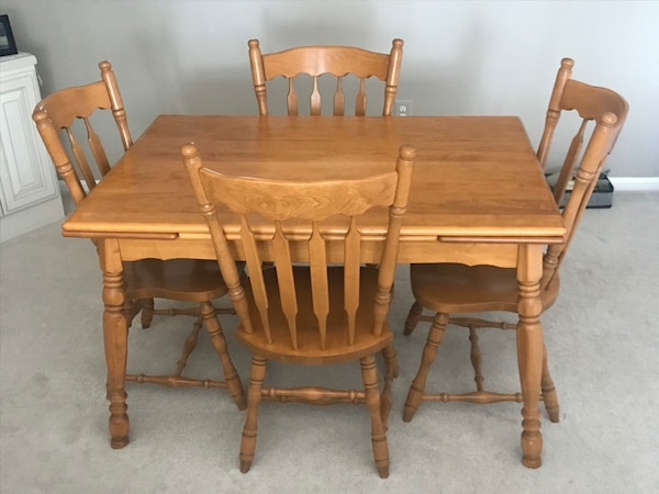 Solid Wood Table with 4 chairs 1ed94902-45d5-47bc-8298-f30100185fd3