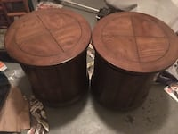 2 round wood end tables heavy duty Baltimore, 21222