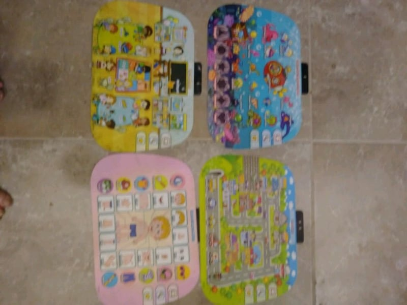 VTech activity desk with accessories 8d18f3b4-6382-446f-8bf2-61d5ea0533c3