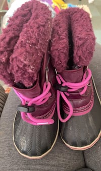 Sorel size nine boots