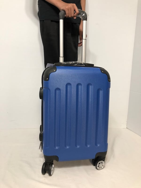CARRY-ON LIGHTWEIGHT SPINNER LUGGAGE 4b58b9c1-45b1-4656-88b1-239470ccebe7