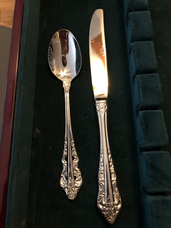 Wallace Flatware Set 5498bf63-8004-48e0-b4f1-c045151ec030