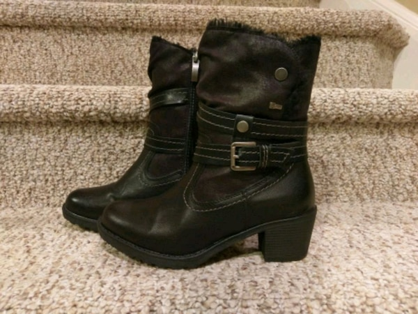 New 8 womens SPRING STEP Boots (Retail $89.99)