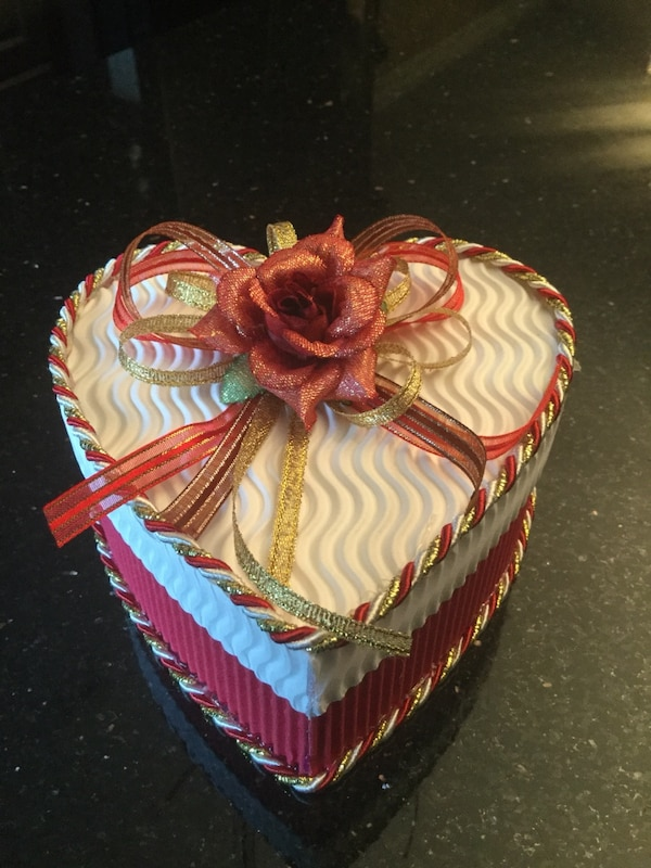 16 Red and White Heart Shaped Gift Boxes Brand New Ideal For Weddings And All Occasions 16cc7663-01d1-4bbb-9136-aca163ac4617