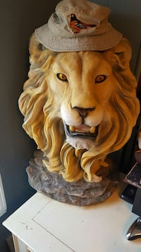 lion head coffee table  Hagerstown, 21740