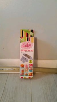 Cake and cookie decorating kit