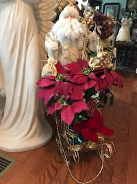 Gorgeous!!! Father Christmas in gold sleigh with silk Flower Arrangement  Gainesville, 20155