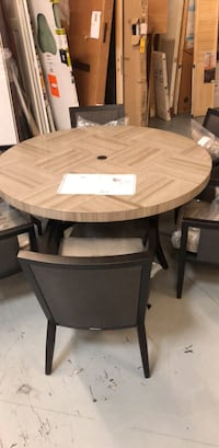 round brown wooden table with four chairs dining set Pinellas Park, 33782