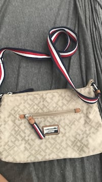 Tommy Hilfiger small purse worn only once Simi Valley, 93063