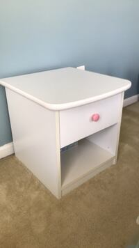 Girl's night stand sturdy, and smooth drawer operation 35 km