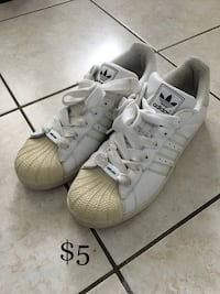 Pair of mens white adidas low-top sneakers size 11 Mississauga, L5W
