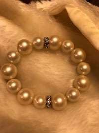 Beautiful Vintage Pearl Stretch Bracelet with Crystals