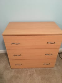 3 Drawer dresser Alexandria, 22310