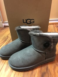 Brand new!!! Bailey Button II short UGGS Silver Spring, 20902