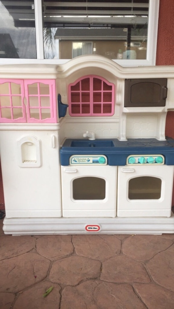 White, blue, and pink little tikes kitchen playset