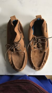 Sperry Suede Chukkas (Size 10)