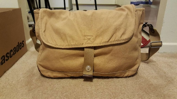 8bf7e256d2a3 Used Brown messenger bag for sale in Ottawa - letgo