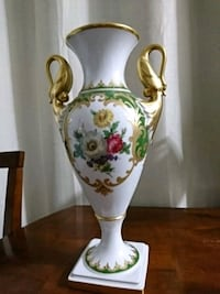 white and green floral bone china vase London, N5Z 3L7