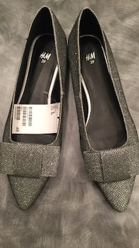 Pair of silver and black h&m flats Pickering, L1V 1V6