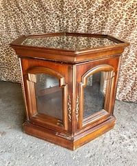 """Wood and glass cabinet/bar/display case 22x22"""" Montréal, H4N"""