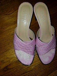 pair of women's pink leather pumps Upper Marlboro, 20774