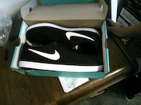 black-and-white Nike low-top sneakers Rochester, 55901
