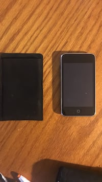 iPod touch 8gb and soft leather case 603 mi