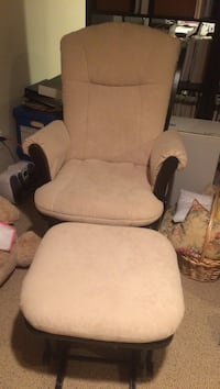 Nursing Chair with Ottoman