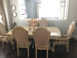 Dining Table with 6 chairs , mint condition