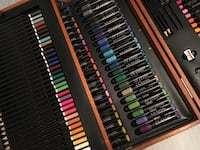Black Colloring pencils en cas Paris, 75001