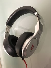 Beats by dre headphones Richmond Hill, L4B 4S6