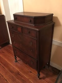 Antique dresser Baltimore, 21202
