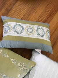 white and green floral throw pillow Cincinnati, 45238
