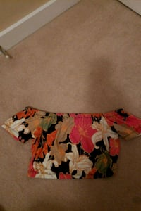 Aritzia Wilfred Top: Size Small North Vancouver
