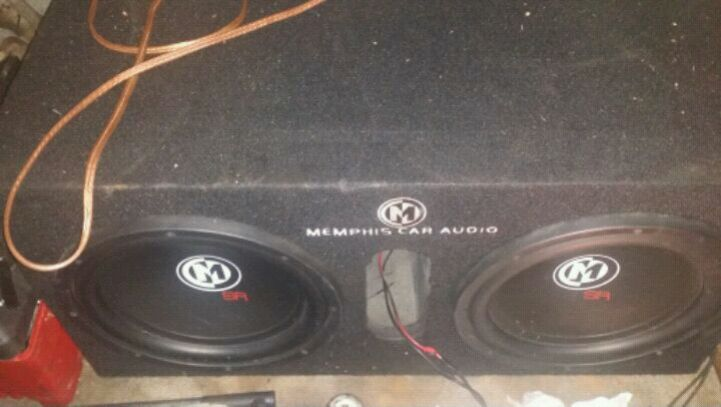 Photo 12 inch subwoofers with ported box