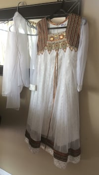 women's white long-sleeved dress Laval, H7P 3Z2