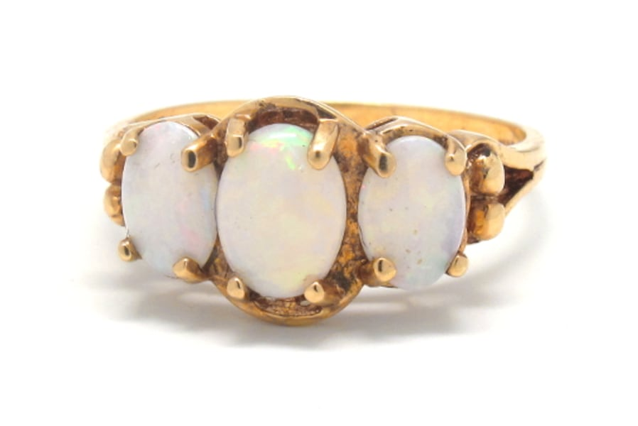 Ladies Gold/Opal Ring de9040e5-15b7-4044-9c59-952ede2c5312