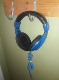 blue and black corded headphones Portsmouth, 23704
