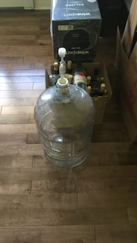 Clear glass wine kit and accessories Bedford, B4A 4G5