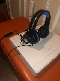 Black and blue gaming headset-Negotiable Fort Worth, 76244