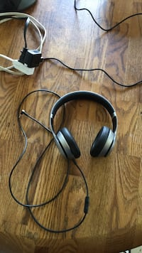 Black and gray corded headphones Chicago, 60639