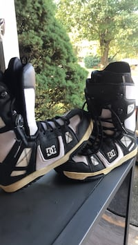DC snowboarding boots