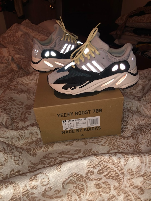 ced067b2718f1 Used Yeezy 700 Wave for sale in New York - letgo