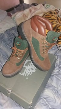 Timberland swamp boots size  10/1/2