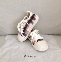 Zara toddler girls fleece lined sneakers size 8 Mississauga, L5M 0H2