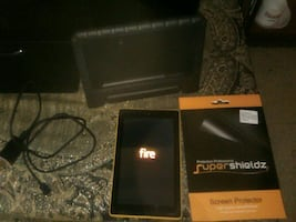 amazon fire HD  tablet  comes with charger to screen protectors n more