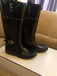BRAND NEW Guess Rain Boots... Size 9M